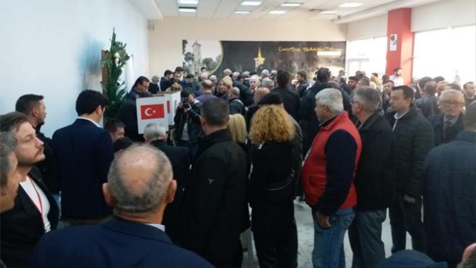 CHP'İzmit te heyecanlı Kongre. Delegeler oy kullanmaya başladı.