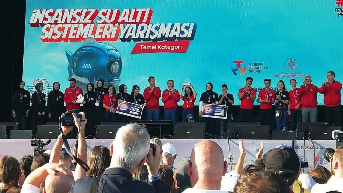 Kartepe Pirelli Anadolu Lisesi Öğrencilerine TEKNOFESTte İkincilik Ödülü