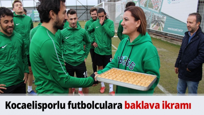 Kocaelisporlu futbolculara baklava ikramı