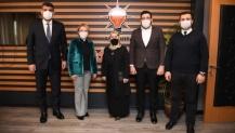Ak Kartepe'de Kadınların Başkanı Elif Orakçı Durmuş mazbatasını aldı