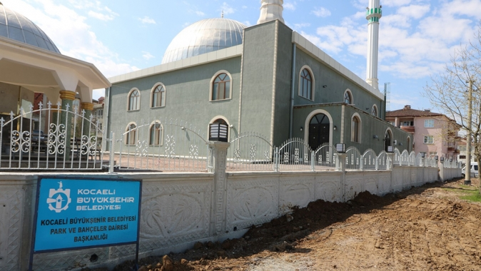 17 Ağustos Camisinde çevre düzenlemesi Büyükşehirden